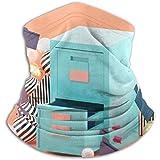 Linger In Dokumentenschrank mit Halswärmer, umgeben von einem bunten Schal mit...